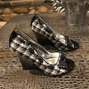 NEW!! Bumper Houndstooth Wedge Heels!!